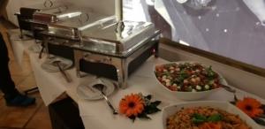 Weihnachtsfeier warmes Buffet